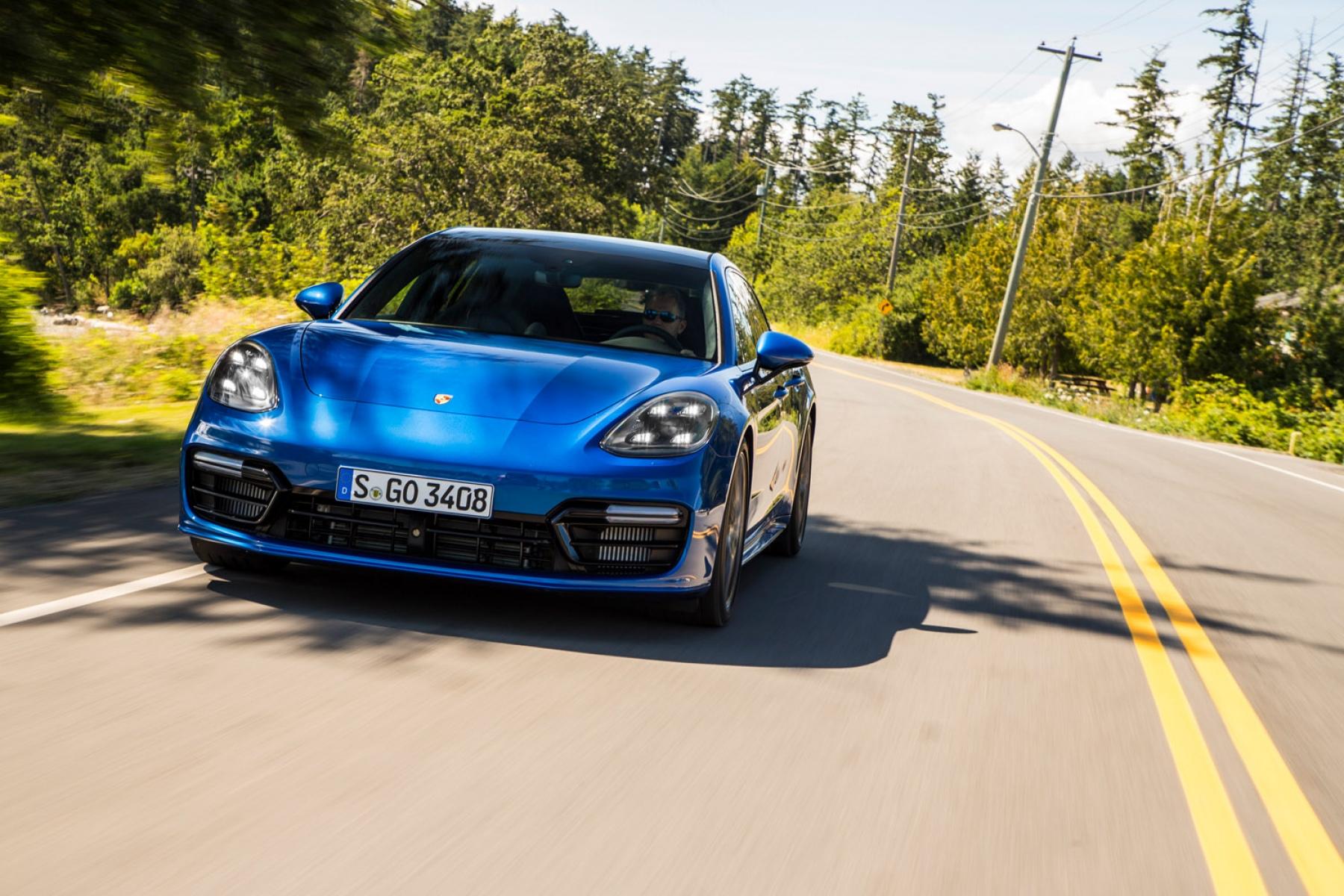 Photos Panamera Turbo Sport Turismo Sapphire Blue Metallic