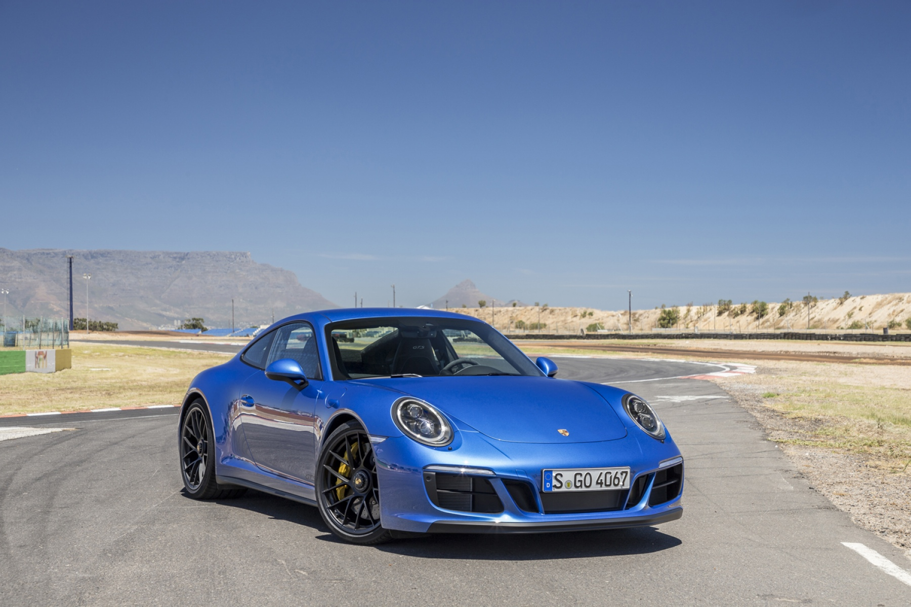 porsche 911 carrera 4 gts coup sapphire blue metallic. Black Bedroom Furniture Sets. Home Design Ideas