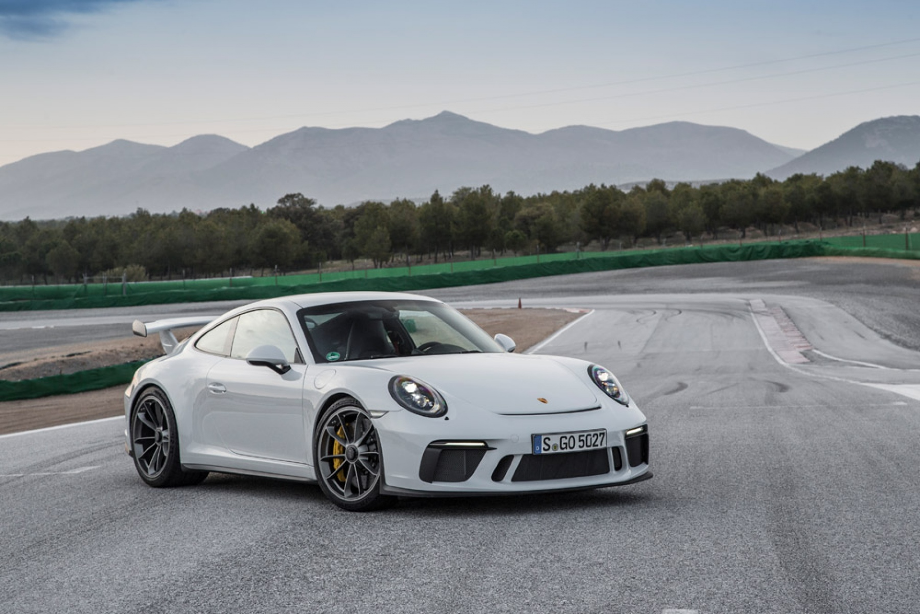 porsche 911 gt3 carrara white metallic the new porsche 911 gt3. Black Bedroom Furniture Sets. Home Design Ideas