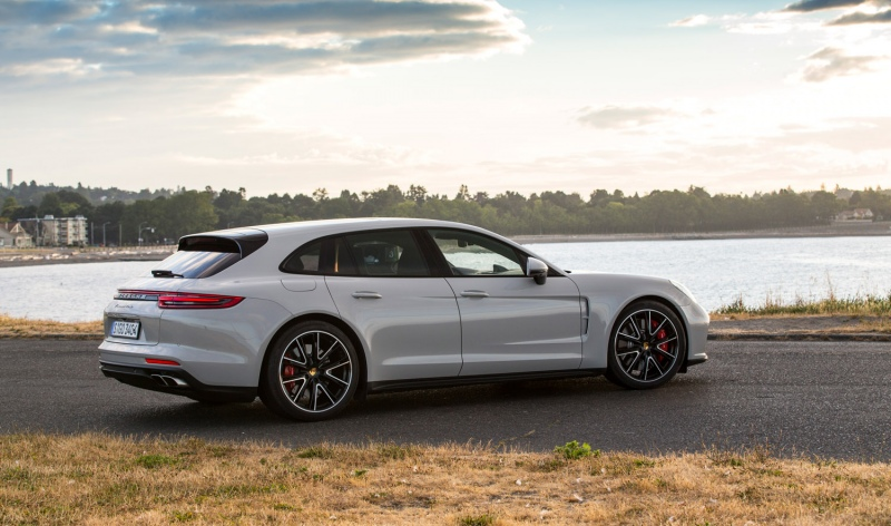 on location the new porsche panamera sport turismo. Black Bedroom Furniture Sets. Home Design Ideas