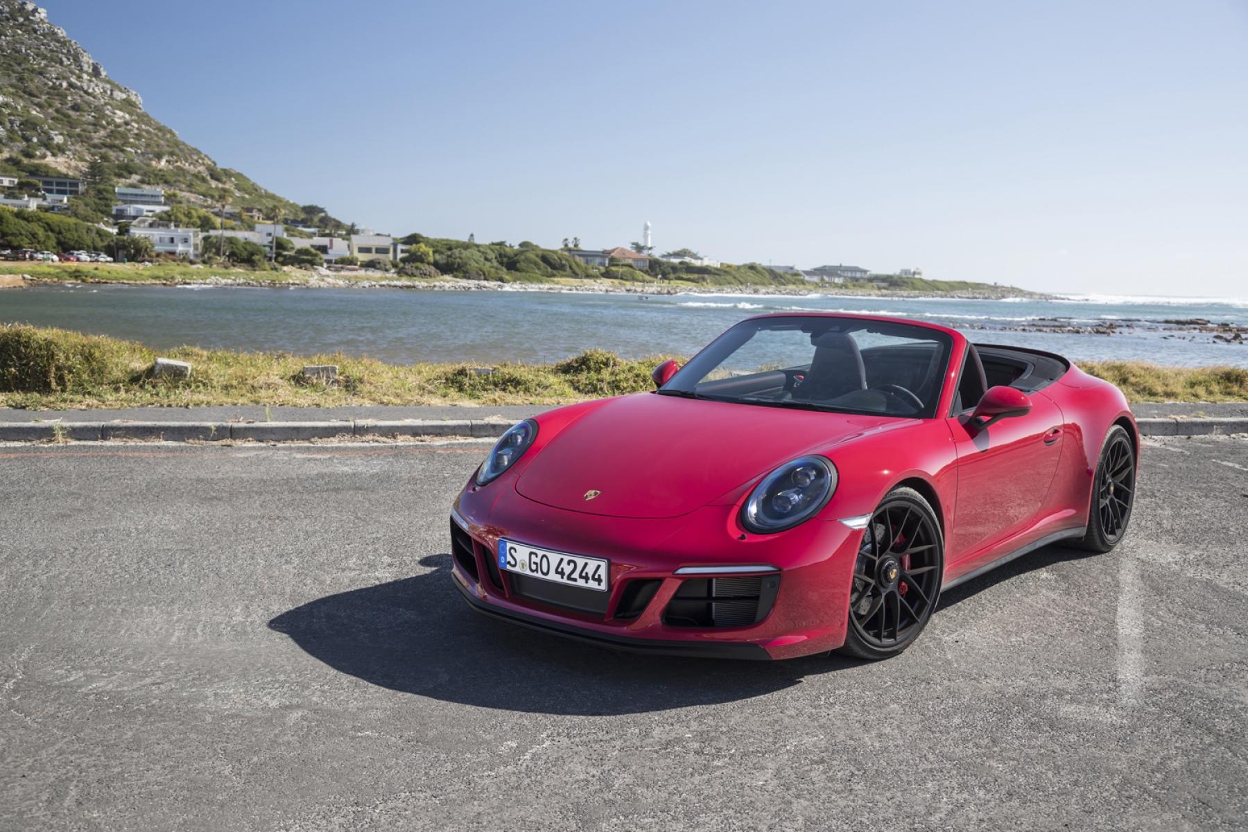porsche 911 carrera 4 gts cabrio karminrot die neuen 911. Black Bedroom Furniture Sets. Home Design Ideas